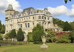 Henley Mansion - Berkshire, England; okay, it's not a castle either but I love this picture!