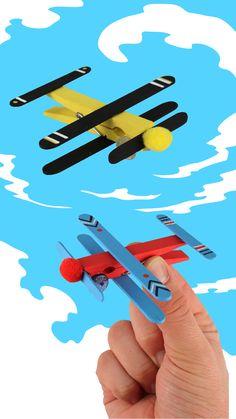 Flugzeuge in Stöcken - Aktivitäten für Kinder , autour du tissu déco enfant paques bébé déco mariage diy et crochet Popsicle Stick Crafts, Craft Stick Crafts, Easy Crafts, Diy And Crafts, Crafts For Kids, Arts And Crafts, Popsicle Sticks, Diy With Kids, Diy Toys