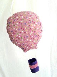 Suspension mobile montgolfière rose en tissu pour décoration de chambre d'enfant fille : Idée cadeau de Noël imprimé liberty