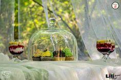 A szabad ég alatti sütis pultnál, figyelni kell a levelekre és a bogarakra.
