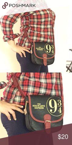 ⭐️BRAND NEW ⭐️ Harry Potter Purse ⭐️BRAND NEW ⭐️ Harry Potter Purse. New with tags. Never worn. Crossbody Hot Topic Bags Crossbody Bags