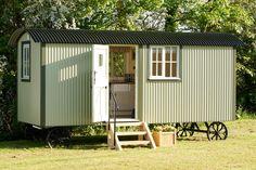 the-wall-bed-hut-riverside-shepherd-hut-1