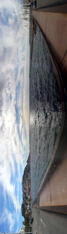 """La Sílvia Servin ens envia aquesta panoràmica des del passeig marítim de Roses.""""Me animé. ..foto del paseo marítimo de Roses... es una panorámica que quedó con un efecto curioso. .. pura casualidad! ! ! Jaja!!  Apa. .. a ver si hay suerte!   Gràcies Sílvia!"""