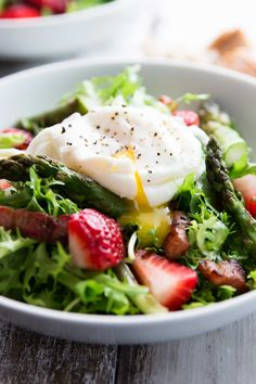 Asparagus, Bacon and Strawberry Salad with Poached Eggs Recipe | Week 5/29 - shallot, asparagus, strawberries, lettuce