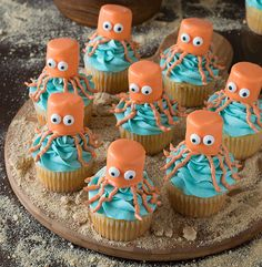 Prepare yourself for cupcakes that are so gorgeous, you may not want to eat them! Here are 20 easy ideas for decorating cupcakes perfect for any occasion. Ladybug Cupcakes, Snowman Cupcakes, Princess Cupcakes, Giant Cupcakes, Cute Cupcakes, Ocean Cupcakes, Birthday Cupcakes, Mermaid Cupcakes, Holiday Cupcakes