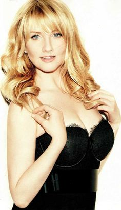 Melissa Rauch better known as Bernadette Rostenkowski from the hit US TV show The Big bang Theory might look like a geek in her starring role, but in real life she's anything but that! Check out these 10 images of Melissa showing us how hot she really is. Melissa Rauch, Beautiful Celebrities, Beautiful Actresses, Gorgeous Women, Kayley Melissa, Amanda Bynes, Hot Blondes, Woman Crush, Bigbang