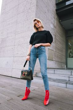See in the gallery our selection of the best fall outfits paired with red boots. Here's how to wear red boots like a street style star. Moda Instagram, Fall Outfits, Casual Outfits, Cute Outfits, Fashion Outfits, Womens Fashion, Outfit Designer, Red Ankle Boots, Red Booties