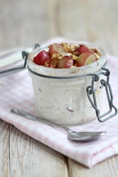 Ideaal voor een goede start Oats Recipes, Veggie Recipes, Healthy Recipes, Breakfast Lunch Dinner, Breakfast Recipes, One Pot Dishes, Tasty, Yummy Food, Overnight Oats