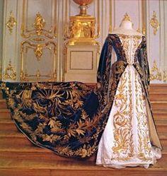 Vestido de corte de la hermana de nicolas II gran duquesa Olga
