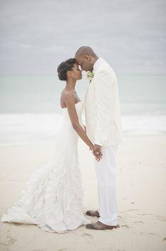 Romantic Ivory and Mint Destination Wedding in Nassau, Bahamas - Munaluchi Bridal Magazine #naturalhairbride