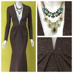 Ni este frío nos va a poder detener... las bodas y este vestido de @malaquitawear nos esperan! #gown #gold #longdress #madeinmexico #amolapeli #modamexicana #compralocal