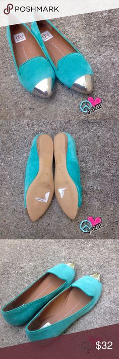 Dolce Vita Teal Lunna Flats w/ Silver Toe Dolce Vita Teal Lunna Loafers  Size 7 ( TTS)  Teal Suede with Silver Cap Toe & Cushioned Insoles Like New Condition ❌❌ NO TRADE ❌❌ Dolce Vita Shoes Flats & Loafers