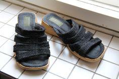 Sandaalit korkkipohjalla.