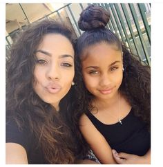 Awww, what a pret mom-daughter pair with the same pretty hair and eyes Cute Family, Baby Family, Beautiful Family, Beautiful Children, Beautiful Babies, Family Goals, Cute Mixed Babies, Cute Babies, Outfits Niños