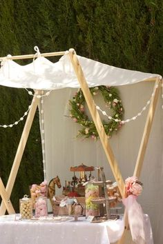 That is a cool canopy! Fruit Party, Candy Party, Baby Shower Prizes, Baby Shower Favors, Diy Party Decorations, Baby Shower Decorations, Stage Patisserie, Bar Ikea, Baby Shower Garland