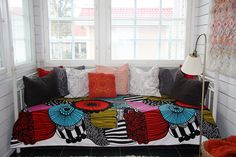 Bed cover made of Marimekko's Siirtolapuutarha-fabric
