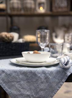 Servieren Sie Ihre Mahlzeiten auf diesem Tischset aus 100% Leine und verleihen Sie Ihrem Esstisch ein sommerliches Flair.