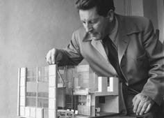 """Vom 17. Mai bis 16. September 2012 präsentiert das Vitra Design Museum die Ausstellung """"Gerrit Rietveld – Die Revolution des Raums"""". Der Niederländer Gerrit Rietveld (1888–1964) war einer der wichtigsten Designer und Architekten des 20. Jahrhunderts."""