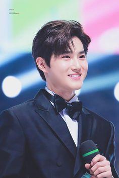 His smile ruins my bias list like seriously Chanyeol, Kyungsoo, Chen, Kai, Kris Wu, Korean Actresses, Korean Actors, Jonghyun, Kim Joon Myeon