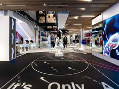 Holiday 2018 Nike Just Do It campaign Retail initiate at Nike SOHO and Nike Grove Nike Retail, Retail Experience, Retail Interior, Retail Design, Just Do It, Nike Store, Commercial, Basketball, Interiors