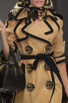 Moschino at Milan Fashion Week Spring 2015 - Details Runway Photos Moschino, Dope Fashion, Womens Fashion, Milan Fashion, High Fashion, 2015 Fashion Trends, Fashion Ideas, Fashion Design, Professional Outfits