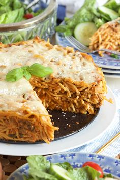 The BEST way to use up leftover spaghetti and sauce, this Easy Spaghetti Pie Recipe is a family favorite. A fantastic weeknight dinner everyone will love. Easy Pie Recipes, Pasta Recipes, Dinner Recipes, Cooking Recipes, Dinner Ideas, Linguine Recipes, Meal Recipes, Healthy Cooking, Healthy Eats