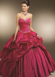 I wish I had an excuse (and the money) to have a dress like this. It's a princess dress!