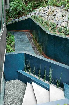 mur-soutènement-basalte-jardin-plusieurs-niveaux-terrain-pente-raide