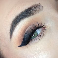 Makeup Geek Eyeshadows in Corrupt, Creme Brulee, Frappe, Mocha and Peach Smoothie. Look by Polina Pyshkina