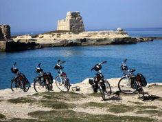 #bike   #sea   #mare   #nature   #relax   #biketrail   #apulien   #italien   #italia  #weareinpuglia Lu sole, lu mare, lu ientu… zoccolo selvaggio e affascinante d'Italia, non è solo per il Salento che i viaggiatori amano e scelgono la Puglia. Esistono numerosi altri luoghi da scoprire in questa regione, terre da esplorare e da vivere come quelle del sud est barese... - http://www.itipicidipuglia.it/2015/09/16/un-mondo-da-esplorare-nel-cuore-della-puglia/