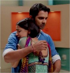 Khushi runs into Arnav's arm for the first time! holy crap this was soo sad:'( i legit was crying when this was happening Best Love Stories, Love Story, Tv Actors, Actors & Actresses, Katrina Kaif Dresses, Arnav Singh Raizada, Arnav And Khushi, Indian Drama, Soap Opera Stars