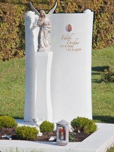schoener-grabstein-engel-marmor-elegant Grave Plaques, Blue Pearl Granite, Tombstone Designs, Memorial Garden Stones, Steinmetz, Love Dad, Cemetery Art, Angel Statues, Baby Memories