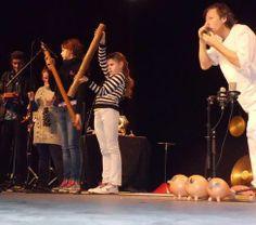 """04/12/13. MONTMORILLON (Vienne). """"Intui'sons"""": un concert pour découvrir l'univers des sons et développer l'écoute. - """"Intui'sons"""": un concert pour découvrir l'univers des sons. LIRE http://www.lanouvellerepublique.fr/Toute-zone/Actualite/Education/n/Contenus/Articles/2013/12/04/Les-enfants-sensibilises-a-l-ecoute-des-sons-1711641"""