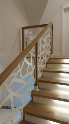 Staircase Railing Design, Interior Stair Railing, Modern Stair Railing, Home Stairs Design, Balcony Railing Design, Modern Stairs, Paneling Makeover, Stairs Architecture, House Stairs