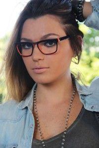 d2f954f46 54 melhores imagens da pasta Mulheres de Óculos | Girls with glasses ...