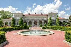 Palatial manor in Murfreesboro, Tennessee
