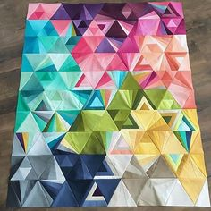 Well it's official, I never get tired of seeing #tessellationsquilt whenever someone finishes one in #VandCoOmbre :) his one was made by @vojen awesome pattern is by @nydiak for @alisonglass design.