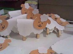 Sheep + Clothespin for Sunday School honeycomb; Sheep Crafts, Farm Crafts, Vbs Crafts, Church Crafts, Easter Crafts, Sunday School Kids, Sunday School Activities, Sunday School Lessons, Sunday School Crafts