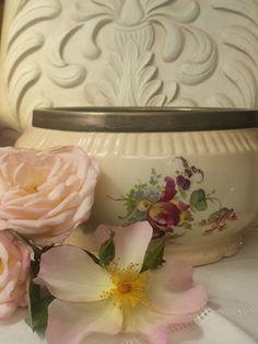 Vintage Floral Bowl French Interiors, Vintage Floral, Shabby, Inspiration, Biblical Inspiration, Inhalation, Motivation