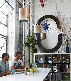 Le loft New-Yorkaisde Ryan et Tony / <3 les lampes pot de peinture & le C géant!