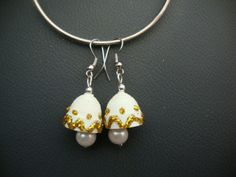 Quill those white jhumkas and decorate with golden sparkle.