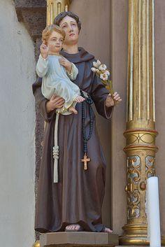 St Anthony of Padua | http://www.saintnook.com/saints/anthony-of-padua/ | File:San Antone autere de Juebia dai Andli dlieja San Antone Urtijëi.jpg