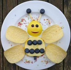 Fun with food, kids snack ideas, plate art for kids, kids food art Food Kids, Food Art For Kids, Plate Art, Cute Snacks, Cute Food, Good Food, Finger Foods For Kids, Creative Snacks, Childrens Meals