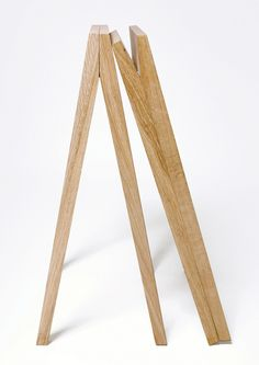 Tréteaux Bohème | Chêne Décors Tréteaux design, en chêne massif, et aux lignes épurées. Idéals pour supporter un plateau de table en bois ou en verre. Designer : Laurent Corio