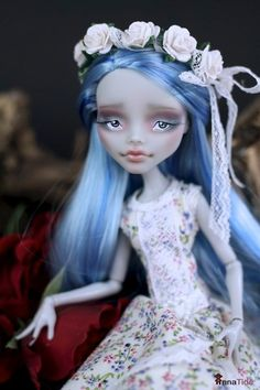 Custom Ghoulia Yelps by Anna Tide. Maybe my fave that I've seen! Mine will have freckles though.