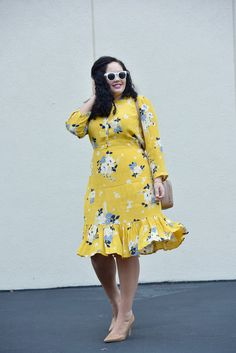 How to perk up your winter wardrobe with winter brights, wearing a yellow floral dress, navy peacoat and neutral accessories. Curvy Girl Fashion, Modest Fashion, Look Fashion, Fashion Dresses, Plus Size Looks, Plus Size Model, Curvy Outfits, Mode Outfits, Plus Size Dresses
