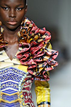 mary katrantzou fall 2012 - bright contrasting colours in rasta/african fashion Couture Details, Fashion Details, Boho Fashion, Fashion Design, Vogue Fashion, African Inspired Fashion, African Print Fashion, African Dresses For Women, African Women