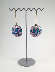 Boucles d'oreilles rondes en émail - Amandine Barry Tiered Cakes, Enamel Jewelry, Jewelry Collection, Ears, Boucle D'oreille, Locs