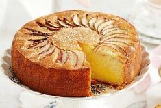 Spread a pretty cloth on the table and enjoy the best of old-style baking with this classic Apple and vanilla custard tea cake. Round Cake Pans, Round Cakes, Vanilla Tea, Vanilla Cake, Vanilla Custard, Apple Custard, Custard Cake, Custard Powder, Cake Mixture