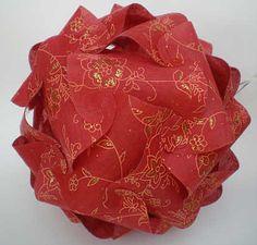 Puzzlelampe aus rotem Baumwollpapier